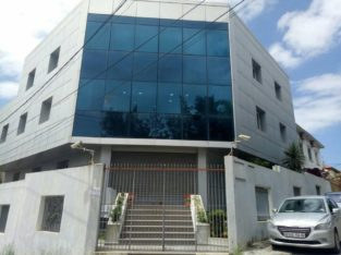 Vends ou échange contre appartements immeuble de bureaux