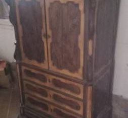 Beautiful centennial armoire (Argentina)
