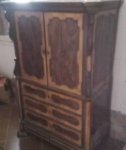 Beautiful centennial armoire (Argentina)